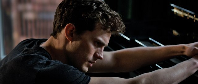 http://moviemag.ir/images/phocagallery/1/Fifty_Shades_of_Grey/thumbs/phoca_thumb_l_1.jpg