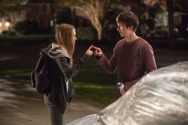 http://moviemag.ir/images/phocagallery/1/Paper_Towns/thumbs/phoca_thumb_l_1.jpg