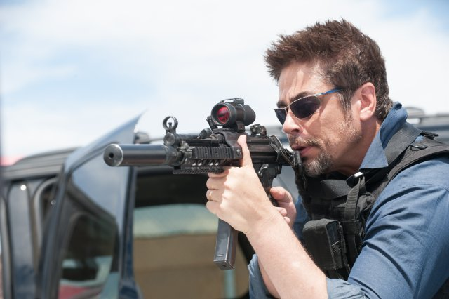 http://moviemag.ir/images/phocagallery/1/Sicario/thumbs/phoca_thumb_l_3.jpg