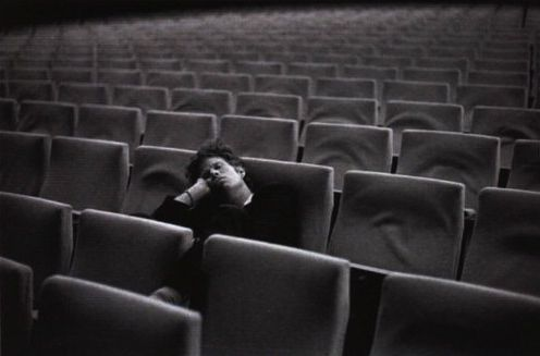 tom waite in empty cinema3434
