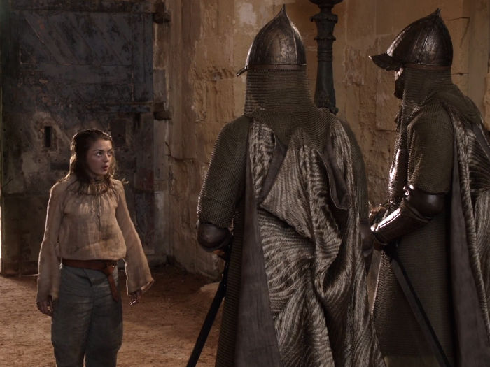 arya made her way through the red keeps sewers and finally got back around to the gates but was laughed at by the guards there w700