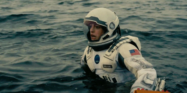 anne hathaway i interstellar w750