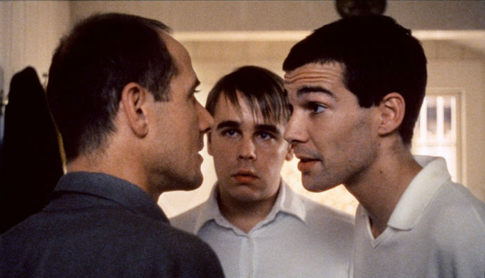 http://moviemag.ir/images/pics/62/News/1/1/40/005-funny-games-theredlist-w700.jpg