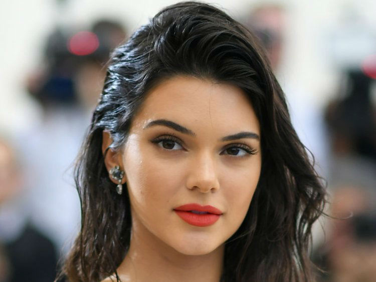 Kendall Jenner sd w750
