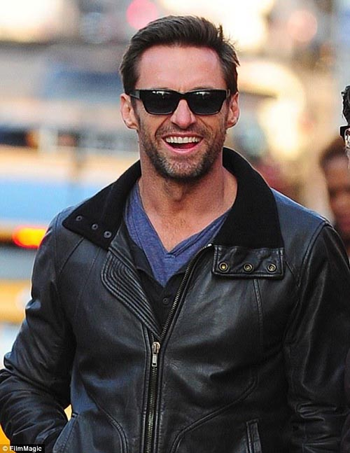 Hugh-Jackman-Wait-for-a-Cab-hugh-jackman-32912614-634-821